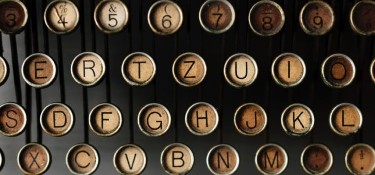 Die Tasten einer alten Schreibmaschine