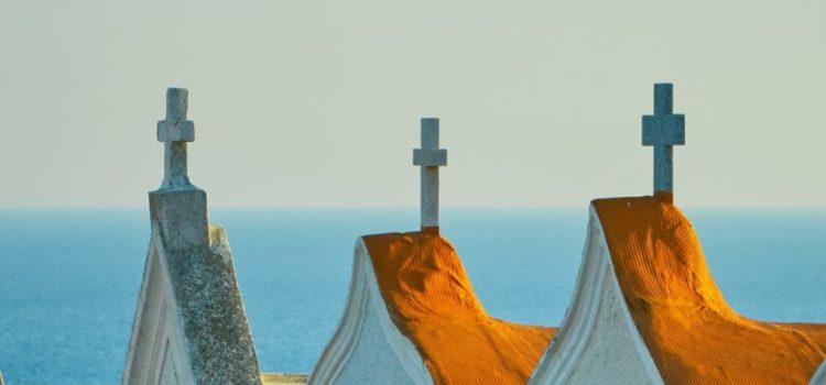 Kreuze auf Kirchengebäuden